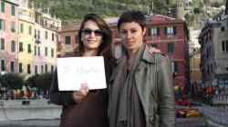 Eloisa Moretti Clementi e Patrizia Spora, giornaliste, hanno condiviso e condividono l'impegno nei due borghi di Monterosso e Vernazza, colpiti dall'alluvione il 25 Ottobre 2011. Nella foto siamo a Vernazza.