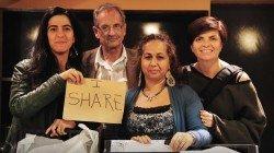 Adriana, Marco, Dzemila, Rosa, abbiamo condiviso la serata PENSARE CONTRO-CAMPO insieme alla comunità Rom (non si vedono nella foto, ma i pita che abbiamo cucinato il giorno prima, erano buonissimi!!)